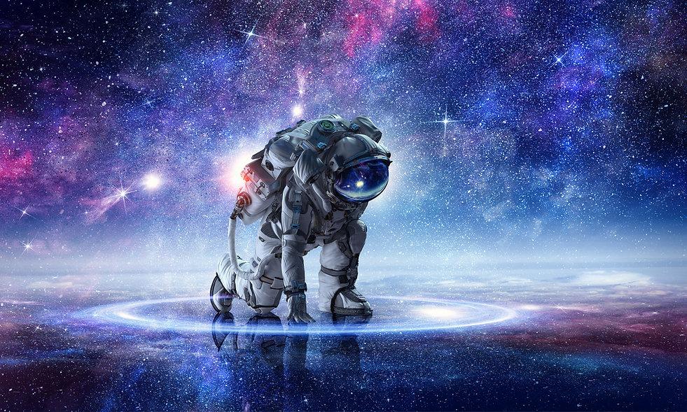 ひざまずく宇宙飛行士