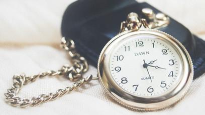 10月31日(日)は標準時間への切り替え日です!時計の調整をお忘れなく!