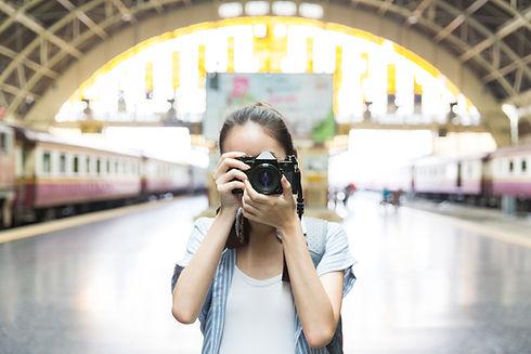 Fille avec appareil photo