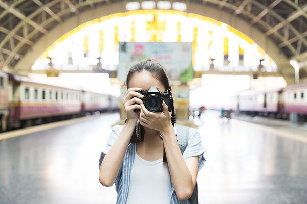 カメラを持つ少女
