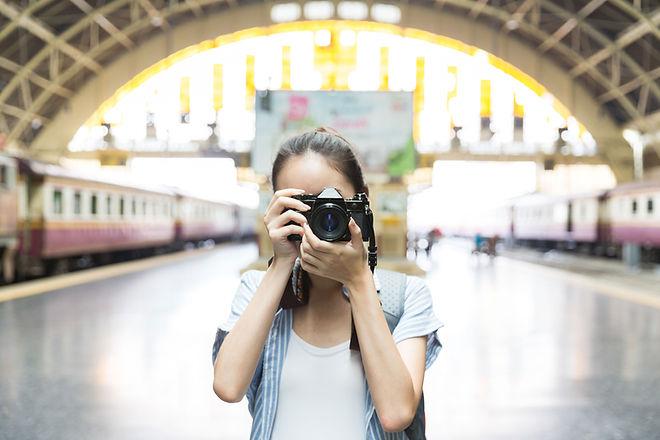 女孩用相機