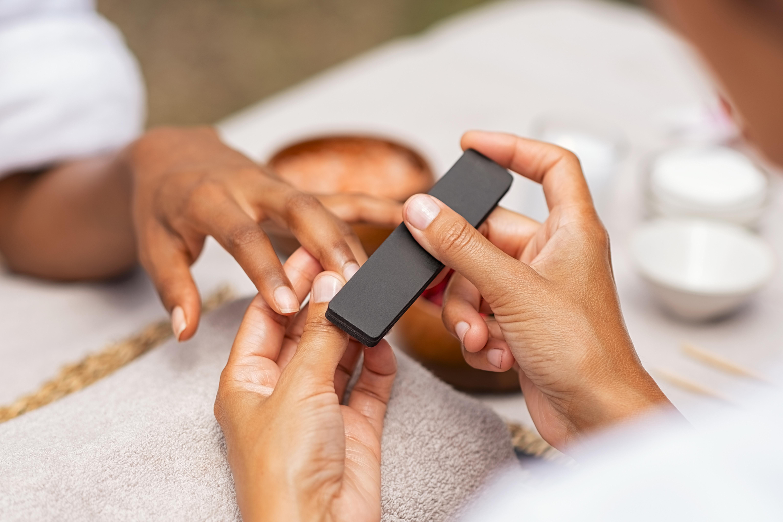 Manicure mit lackieren