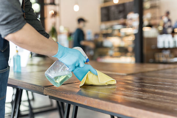 Tafels schoonmaken