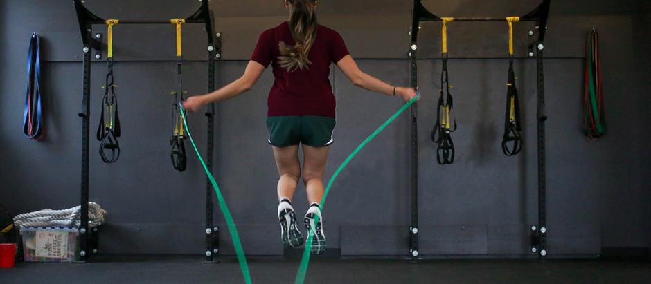 Saltare 3 minuti al giorno per mantenere massa ossea e massa muscolare durante la quarantena