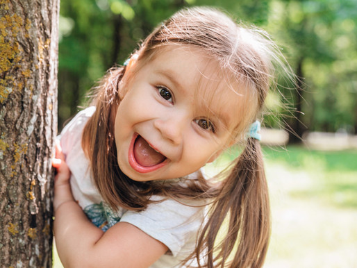 איך מלמדים ילדים להיות מאושרים?