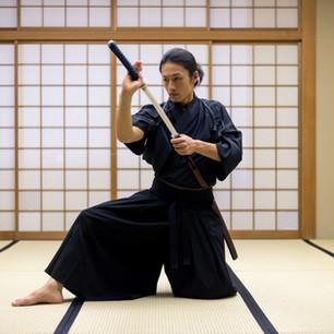 Mann mit Samuraischwert