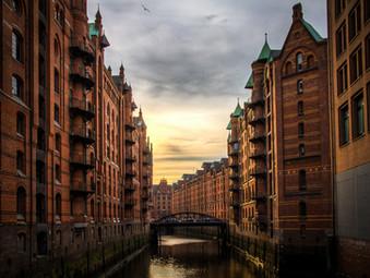 """Ad Amburgo una """"soglia di inciampo"""" (Stolperschwelle)"""