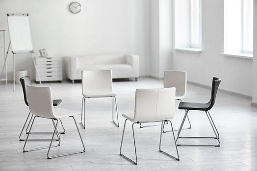 Cadeiras organizadas