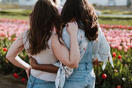 Meninas e flores