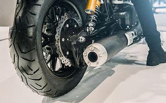 Detailní záběr na motocyklové kolo