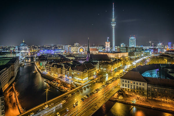 Learn German and enjoy nighttime in Berlin speaking the language