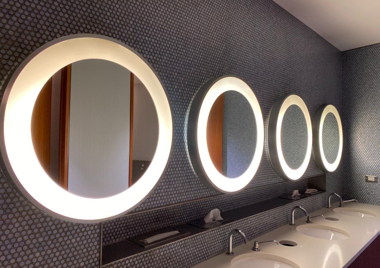 Lavabos y espejos de baño
