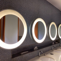 Lavabi e specchi per ambiente comune