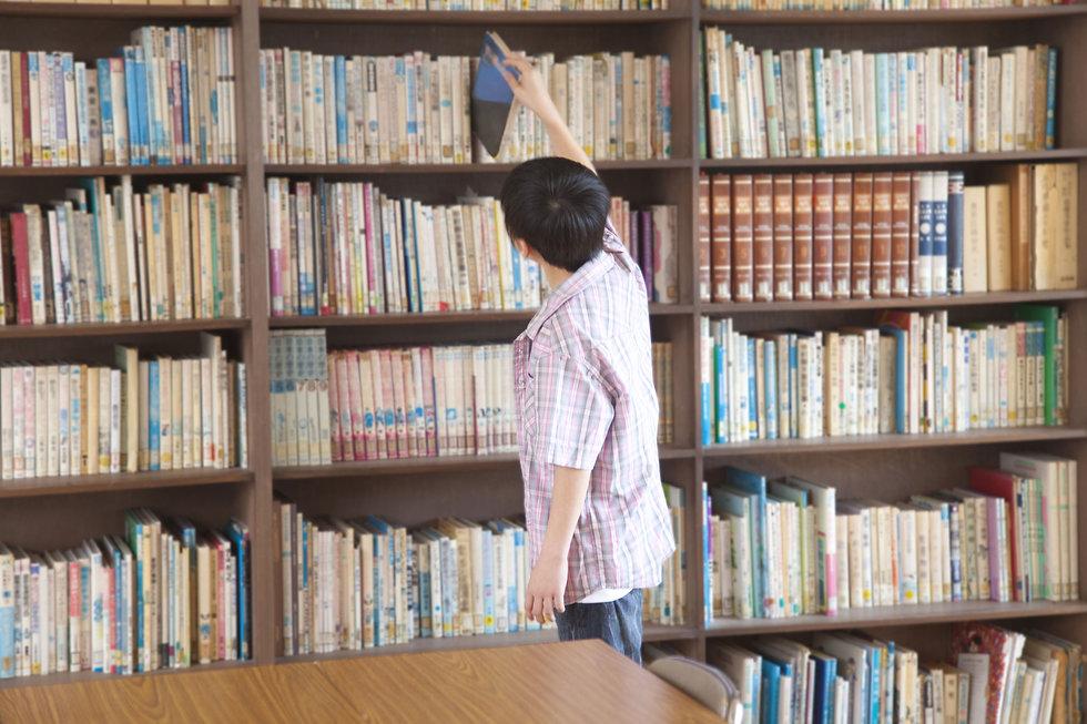 Procurando pelo livro da biblioteca