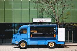 Camion de restauration à plan large