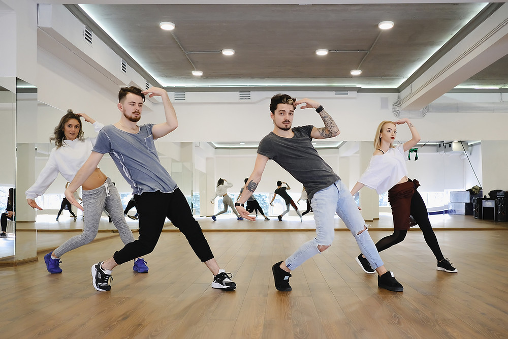 Advanced adult commercial dance classes in Aberdeen with Douglas at Danscentre. For a dance workout, body conditioning and brilliant commercial routines.