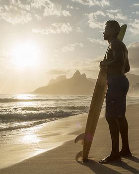 Surfen bei Sonnenuntergang