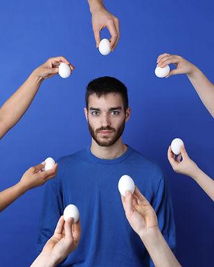 Yumurta ile çevrili