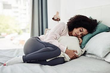 枕を抱き締める