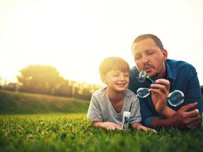 Enquanto tiverem o poder familiar, representação processual do menor continua com os pais