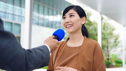 Mulher sendo entrevistada