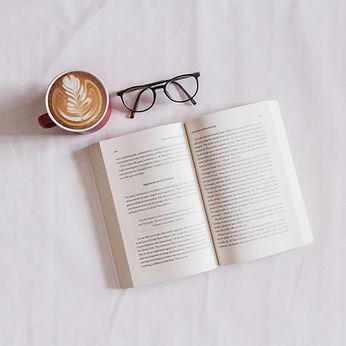 Boek en koffie