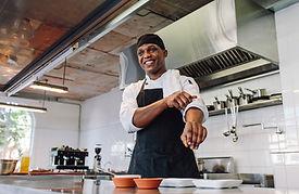 Chef se préparant à cuisiner