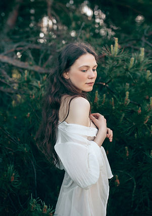 Mujer en bosque