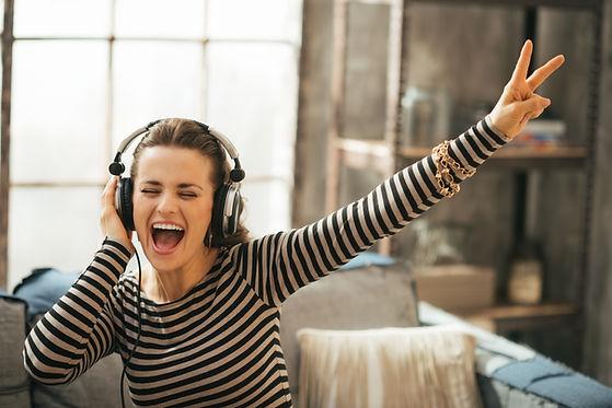 ヘッドフォンで歌う