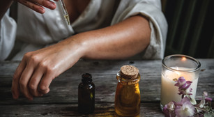 Difference between Essential & Synthetic oils