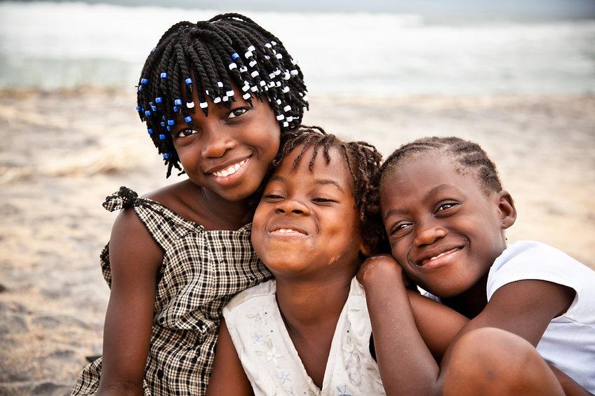 Frères et sœurs heureux