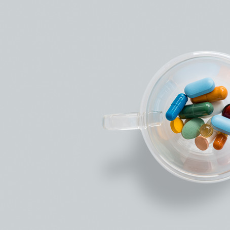 """É normal! Todo mundo toma remédio lá."""