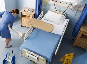 Nettoyage de la chambre d'hôpital