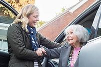 Aider les personnes âgées à faire leurs courses