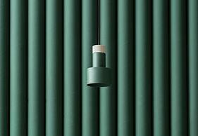 Lámpara de madera de metal