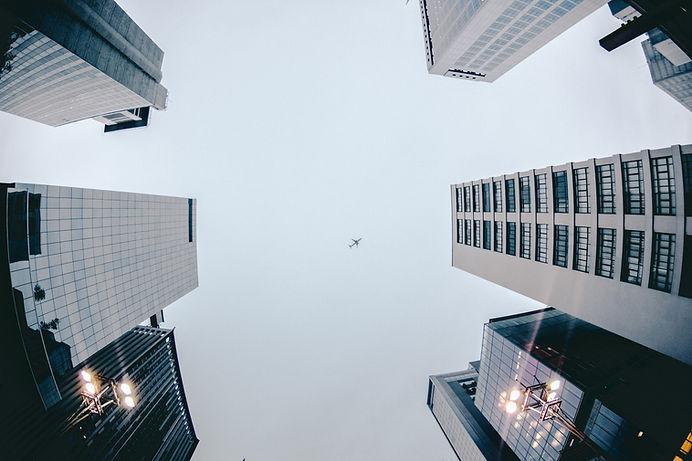 Prédios e avião