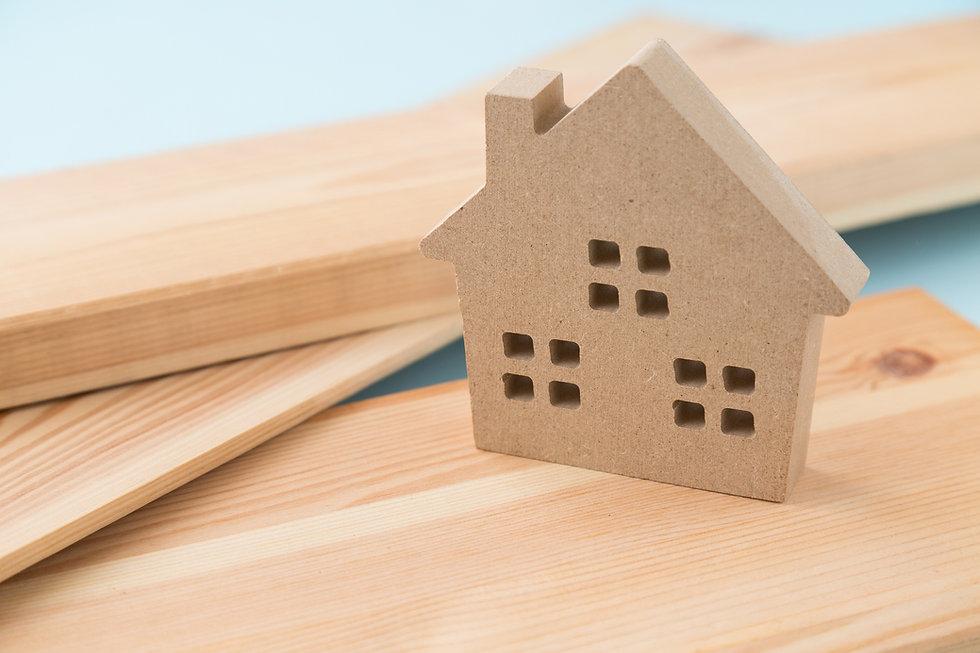 家と材木 青バック