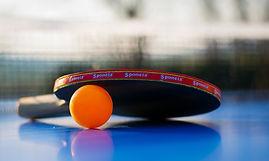 Raquette et balle de ping-pong