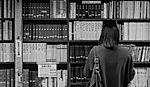 Kütüphane kız