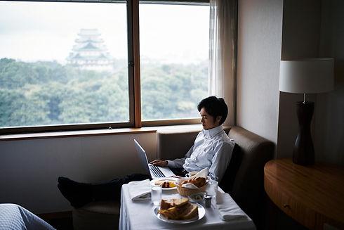 ホテルルームサービスの朝食