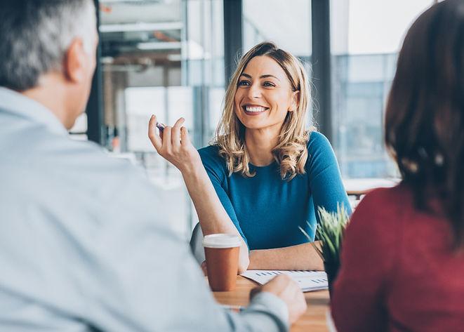 Reunião de negócios alegre