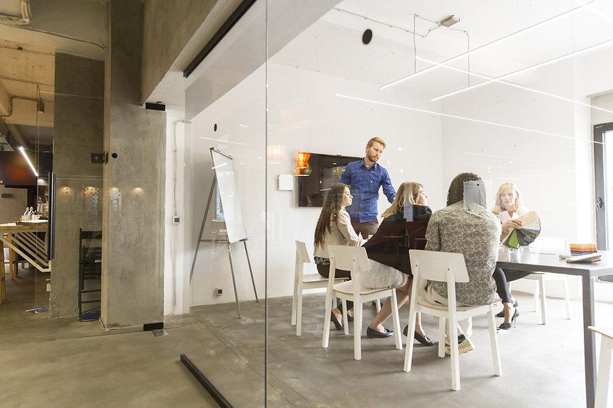 Gläserner Meetingraum