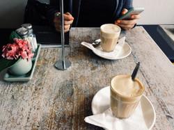 UN CAFÉ CON EL PONENTE