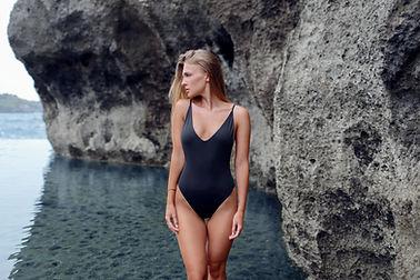 Femme, noir, maillot de bain