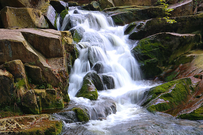 Natürlicher Wasserfall