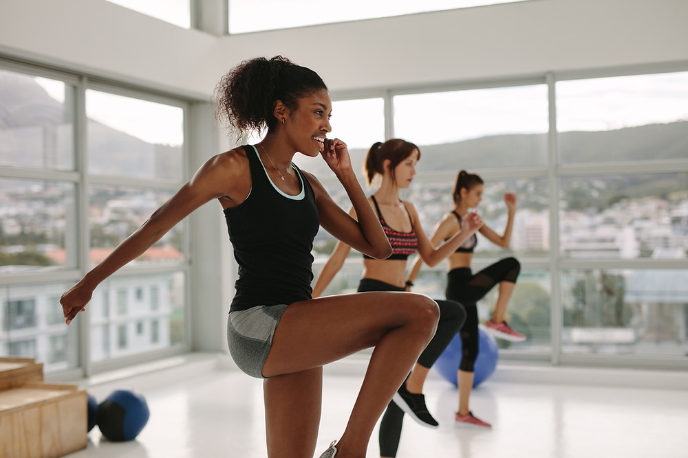 a group exercise enthusiasts taking part in a 7 minute workout for fat-loss and fitness