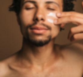 Gesichtscreme auftragen