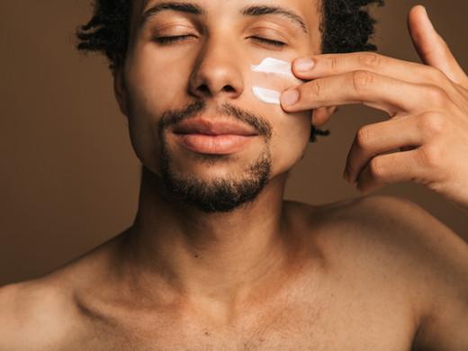Os melhores cremes de rosto para peles sensíveis