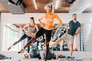 Fitness dans la salle de gym