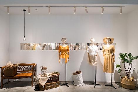 Mannequins dans une boutique